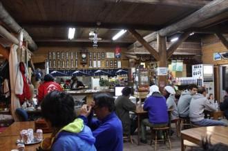 富士山9号目萬年雪山荘食堂