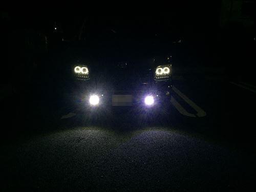ハイエースのLEDデイライト点灯-夜