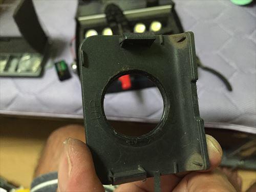 ハイエースの目クラ蓋の穴あけ加工