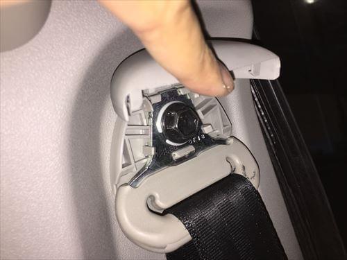 ハイエースのシートベルトの固定ボルト