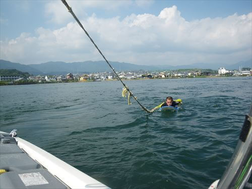 琵琶湖でウェイクサーフィン