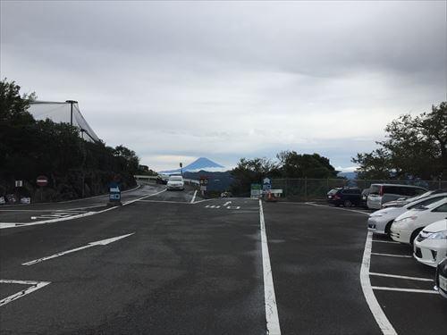 伊豆シャボテン公園の駐車場から富士山