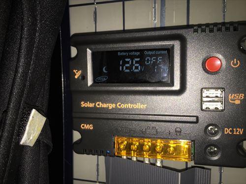 ソーラー充電のコントローラー液晶