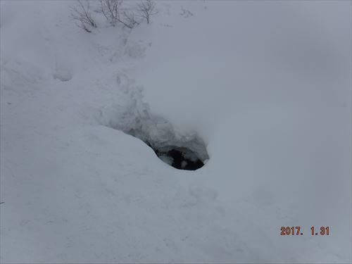 ニセコーピークからの戻り道に穴