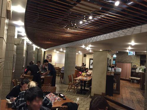 伊東マリンタウンの海の前のカフェレストラン-店内