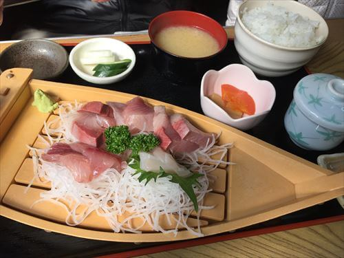 宇佐美のふしみ食堂のさしみ盛定食