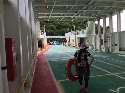 さぬき広島行きフェリーの船内