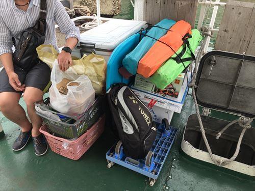高速艇に積んだ荷物