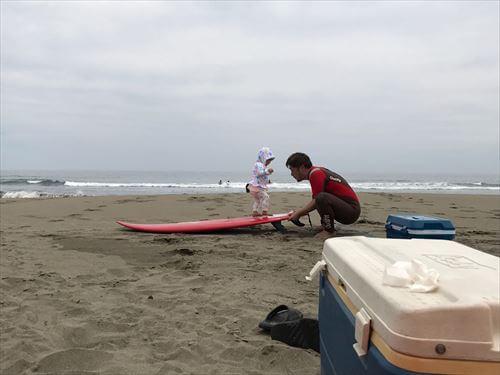 子供ちゃんのサーフィンデビュー