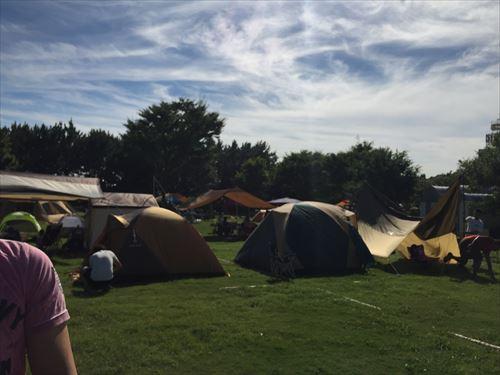 若洲公園キャンプ場内のテント