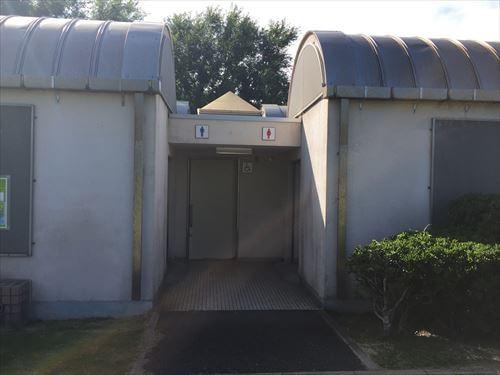 若洲公園キャンプ場のトイレ