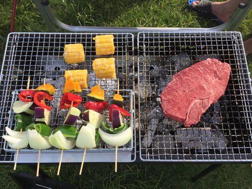 野菜焼きとステーキ肉