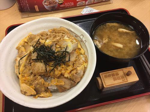 関空ファーストキャビン前の松屋の親子丼