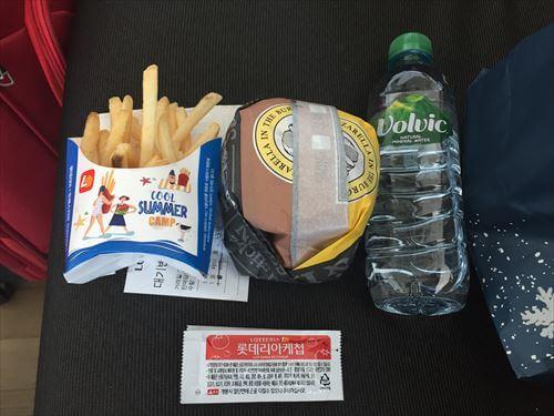 仁川国際空港のロッテリアのハンバーガー