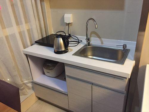 大連のホテルの部屋のキッチン