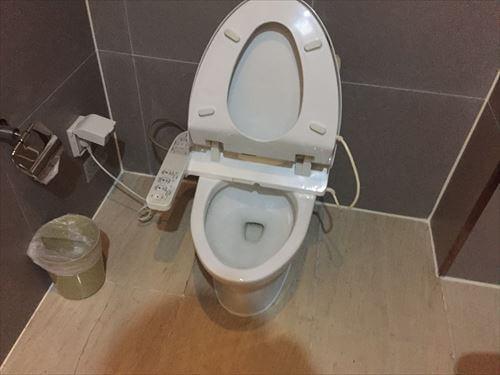大連のホテルの部屋の洋式トイレ
