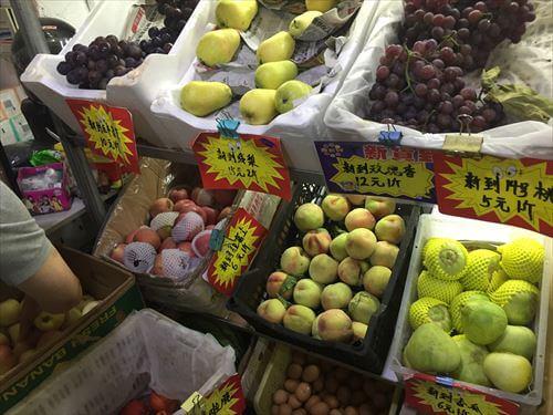 大連(中国)の商店の果物