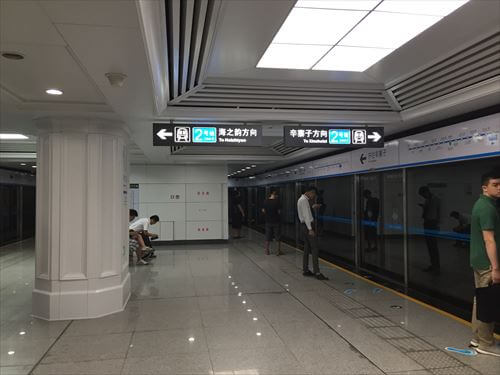大連(中国)の地下鉄ホーム