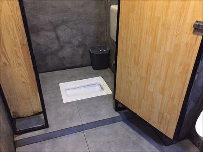 大連(中国)の餃子屋のトイレ