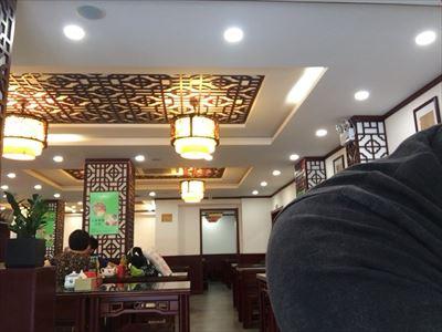 大連(中国)のラーメン屋の店内