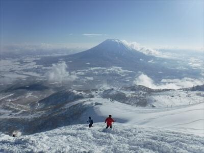 ニセコ・快晴のピークからの羊蹄山が絶景