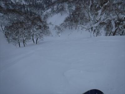 札幌国際スキー場のハイクアップコースからのパウダー滑走