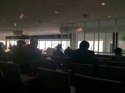 神戸空港の搭乗口前ベンチ