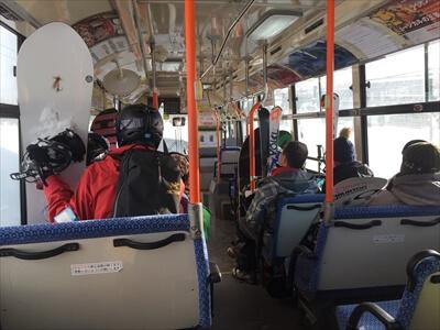 ニセコ。アンヌプリからヒラフへのシャトルバス