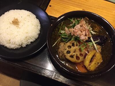 北海道ニセコのスープカレー『つばらつばら』の和風鶏つみれカレー