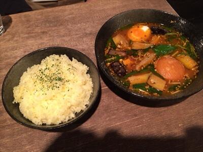 札幌のスープカレー屋さん『Esola(エソラ)』の『炙り豚カクニ野菜カリー』