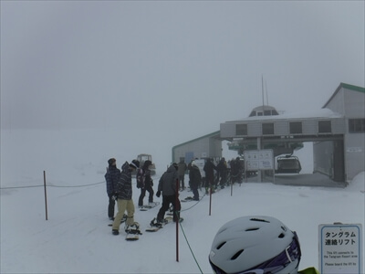 斑尾高原スキー場のリフト待ち