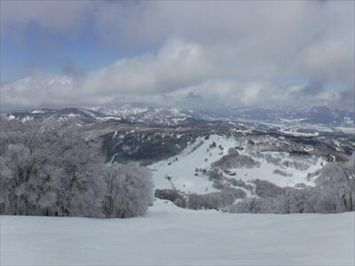斑尾高原スキー場のゲレンデ景色