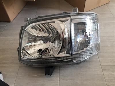 ハイエース200系3型ハロゲンヘッドライト
