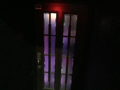 狛江のクラブ『ミラーボール』の店内へ扉