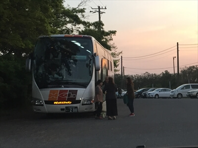 木更津市江川海岸に観光バス