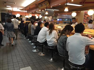 回転寿司やまと店内が繁盛