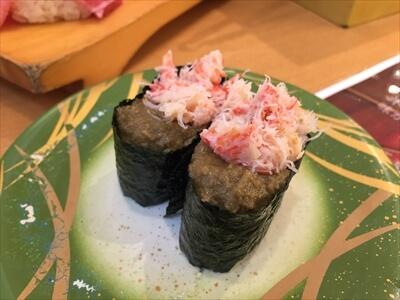 回転寿司やまとの蟹とかにみその巻物