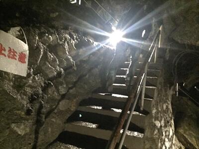 日原鍾乳洞内の帰り道の分岐階段