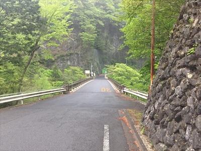 日原鍾乳洞への道