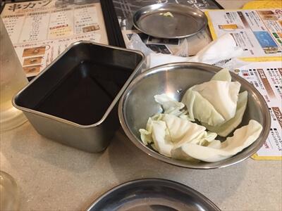 池袋の串カツの田中のお通しキャベツと二度漬け禁止のソース