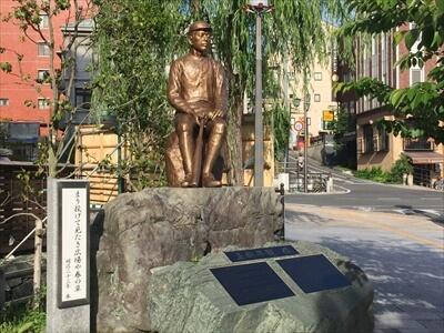 道後温泉の正岡子規の像