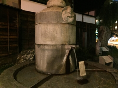 道後温泉の坊っちゃんからくり時計横の足湯