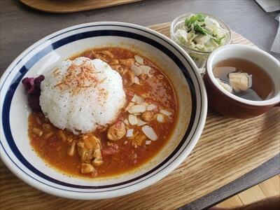 土佐市仁淀川河口のカフェ『ニール・マーレ(Cafe Niil Mare)』の『四万十鶏のハニーバターチキンカレー』