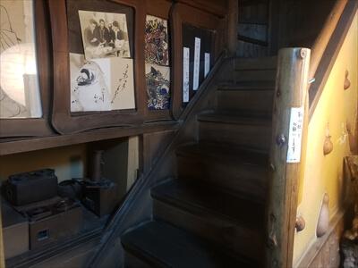 琴平『へんこつ屋』階段