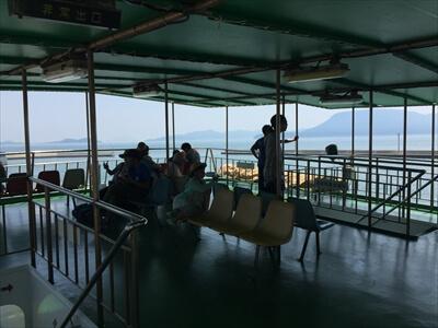 めおん号の甲板