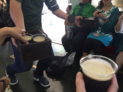電車でビアパーティー『IRISH PUB TRAIN THE CRAIC』-車内