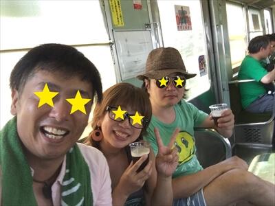 電車内でビアパーティー-記念撮影