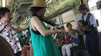 電車内で生演奏