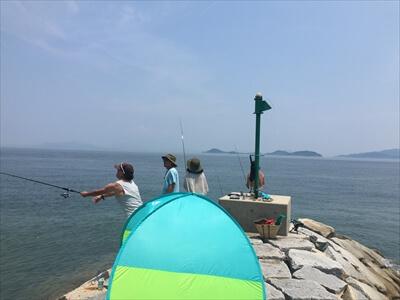 女木島の堤防でフィッシング