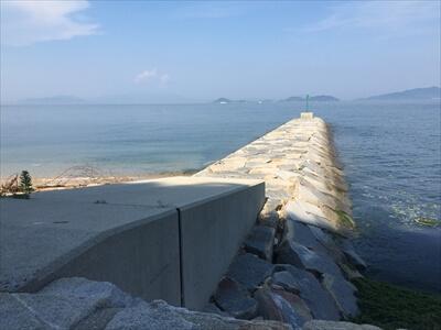 女木島釣り場の堤防